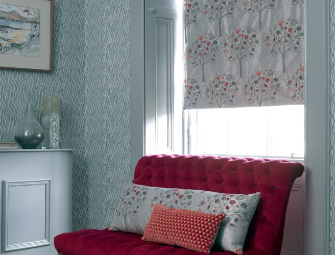 Roman blinds Norfolk in grey with subtle pattern.