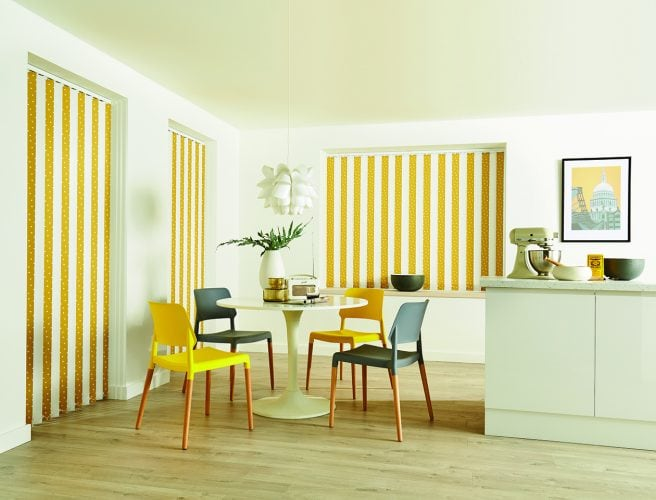 Mustard yellow vertical louvres alternated with white louvres - vertical blind in the dining room