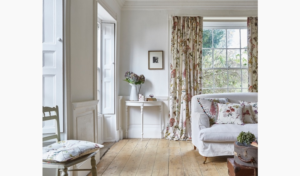 Living room curtains and cushions with the flowery fragrance fabric