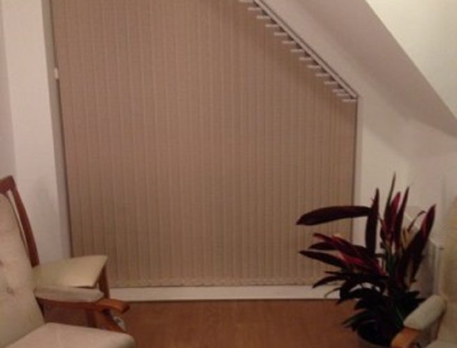 Blinds to fit window with cut off corner