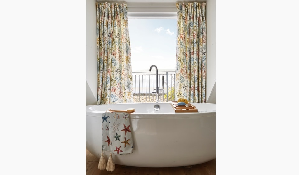 Bathroom curtains with seaweed design